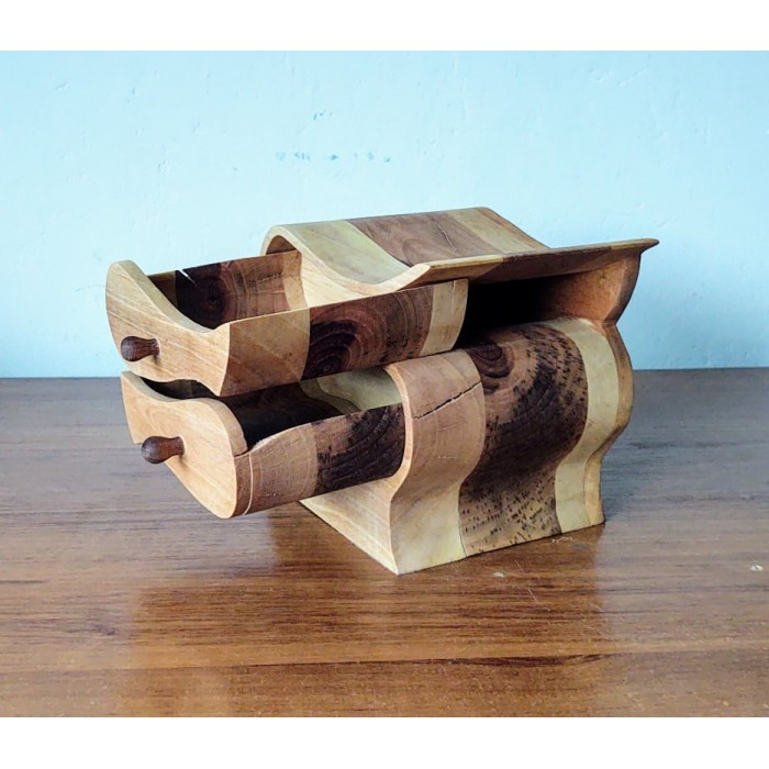 Дървена кутия от орех изрязана на банциг gora.bg 014 K