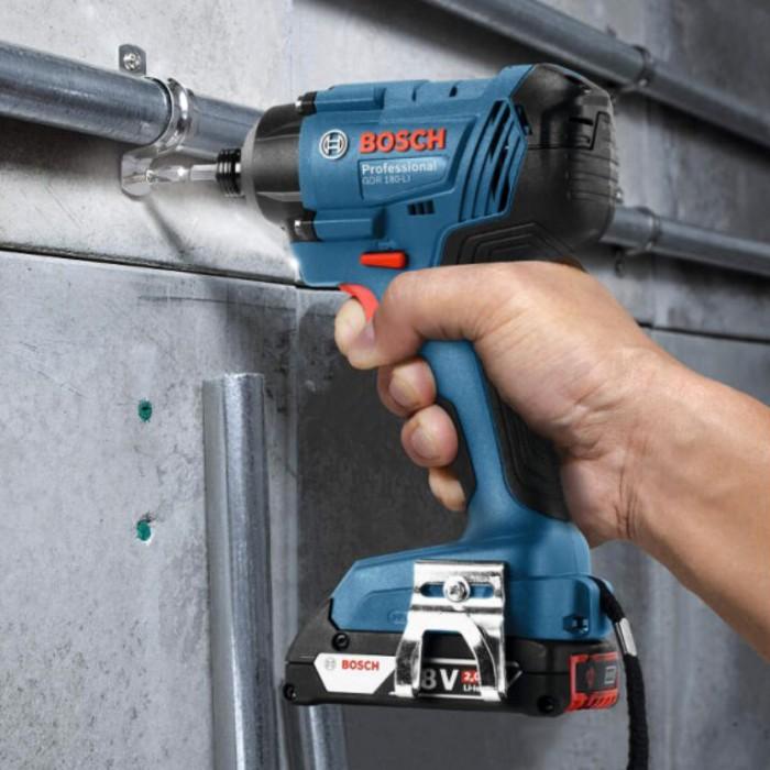 """Гайковерт акумулаторен ударен безчетков 18 V, 180 Nm, 1/2"""", Bosch GDX 180-LI"""