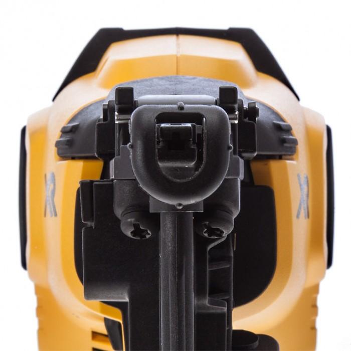 Такер акумулаторен 18 V, 5 Ah, за гвоздеи тип 16GA - 32-63 мм, DeWALT DCN660P2