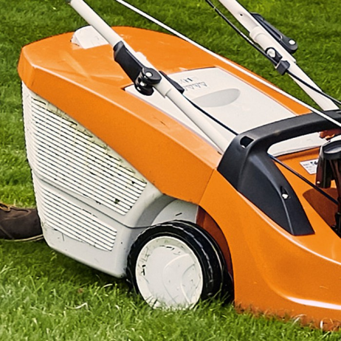 STIHL RM 545 T Здрава бензинова косачка с 1-скоростен колесен механизъм